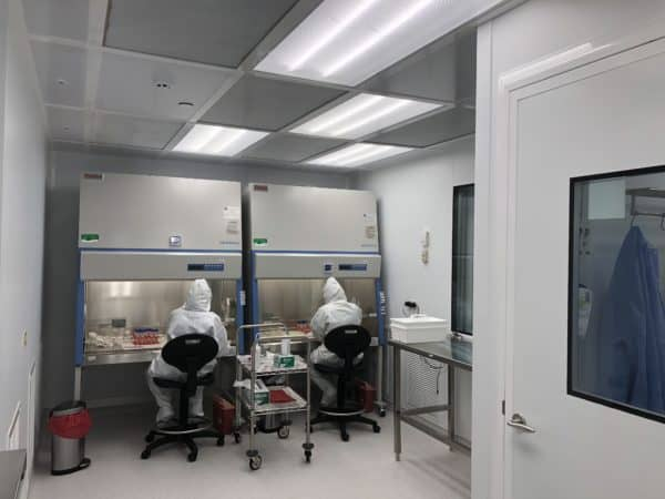 Image of GMP syringe prep lab at Stem Cell Institute clinic in Panama.