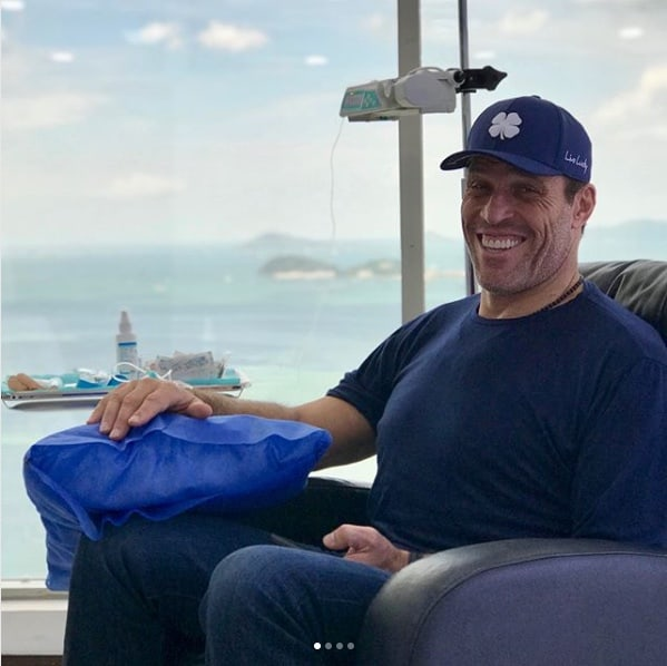 Image of Motivational Speaker Tony Robbins at Stem Cell Institute in Panama